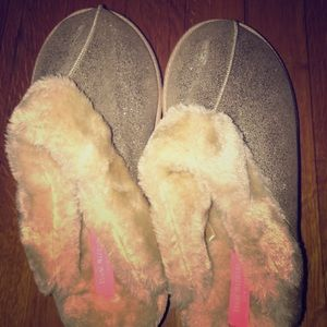 Isaac Mizrahi Faux Fur Slip On Slippers Size 8